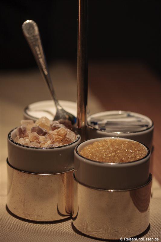 Zucker in verschiedenen Variationen für den Espresso im 3'60° Restaurant