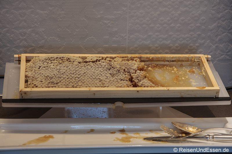 Bienenwaben beim Frühstücksbuffet im 3'60° Restaurant