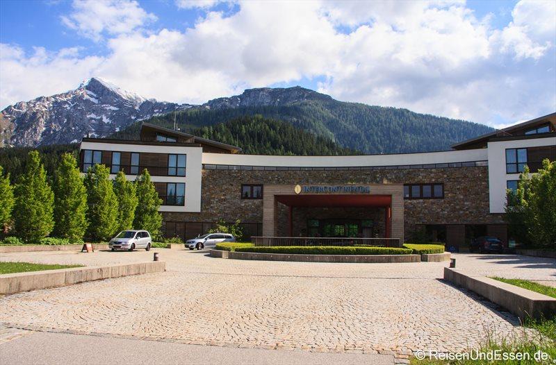 Vorfahrt und Eingang zum Intercontinental Berchtesgaden Resort