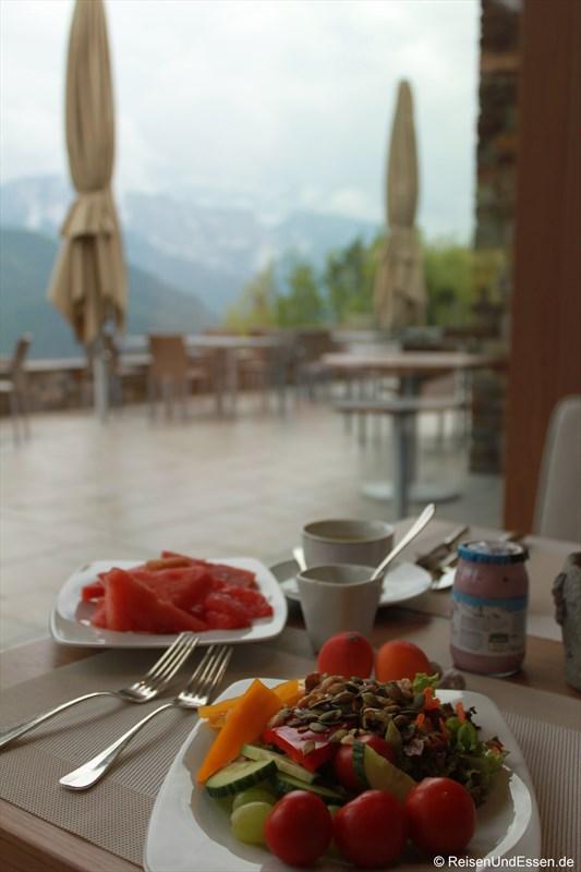 Frühstück mit Ausblick im 3'60° Restaurant im Intercontinental Berchtesgaden