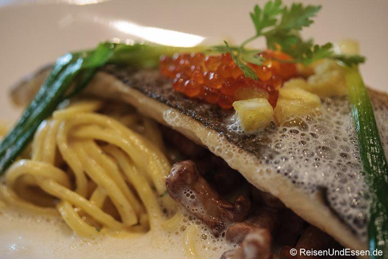 Bachforelle mit ihrem Kaviar im Restaurant Falstaff