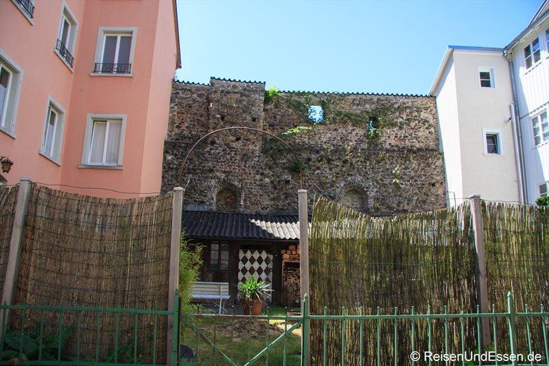 Wohnhäuser und Mauer in der Oberstadt