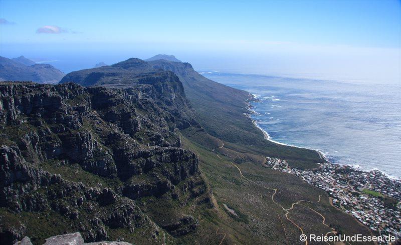 Blick vom Tafelberg auf die Zwölf Apostel und die Kaphalbinsel