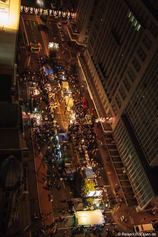 """""""Nachtmarkt"""" auf der Adderly Street"""