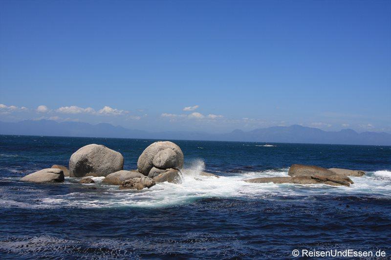 Steinformation im Meer bei False Bay