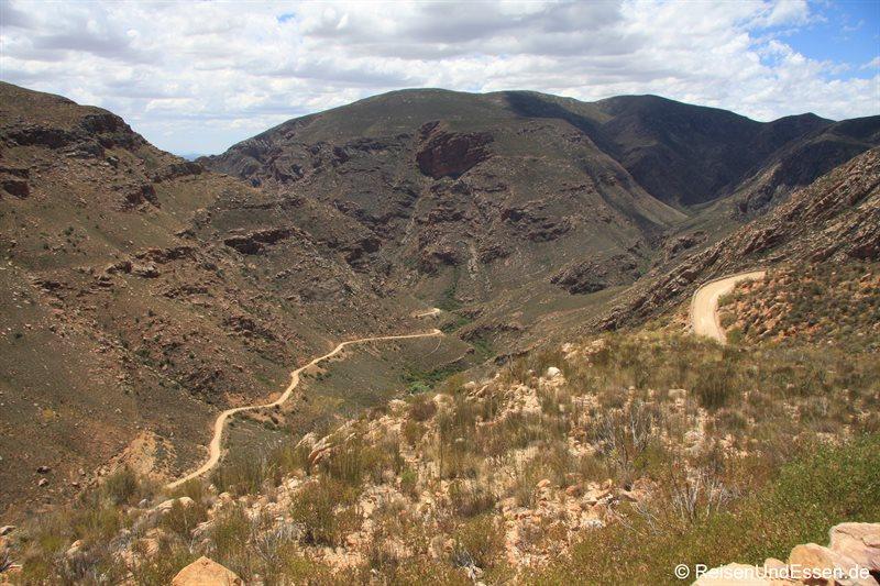 Blick vom Swartberg Pass auf die Strasse Richtung Prince Albert
