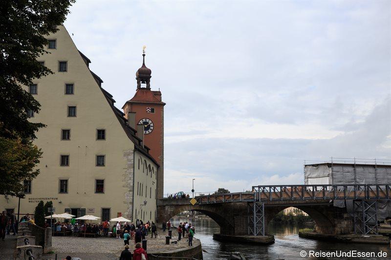 Regensburger Salzstadel und die steinerne Brücke