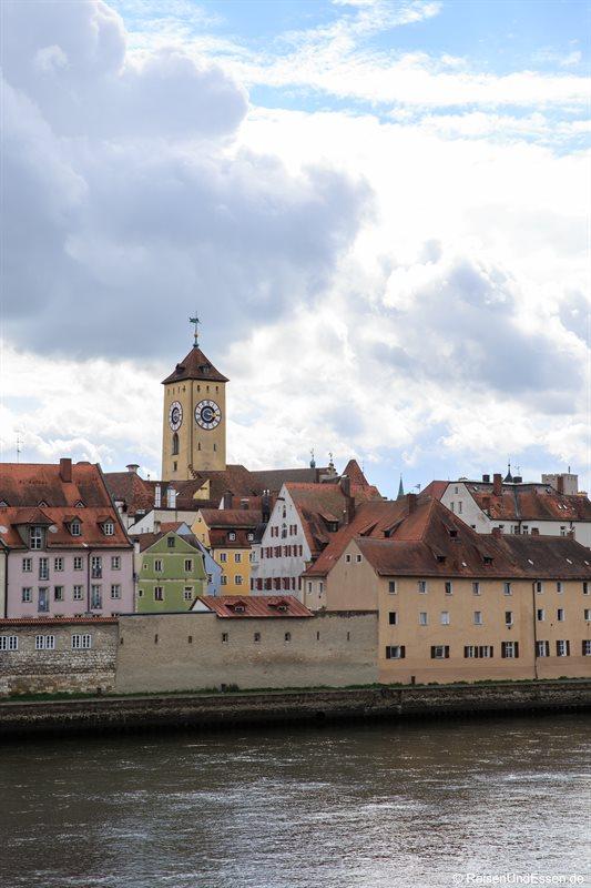 """Blick auf """"Weinlände"""" am rechten Donauufer"""
