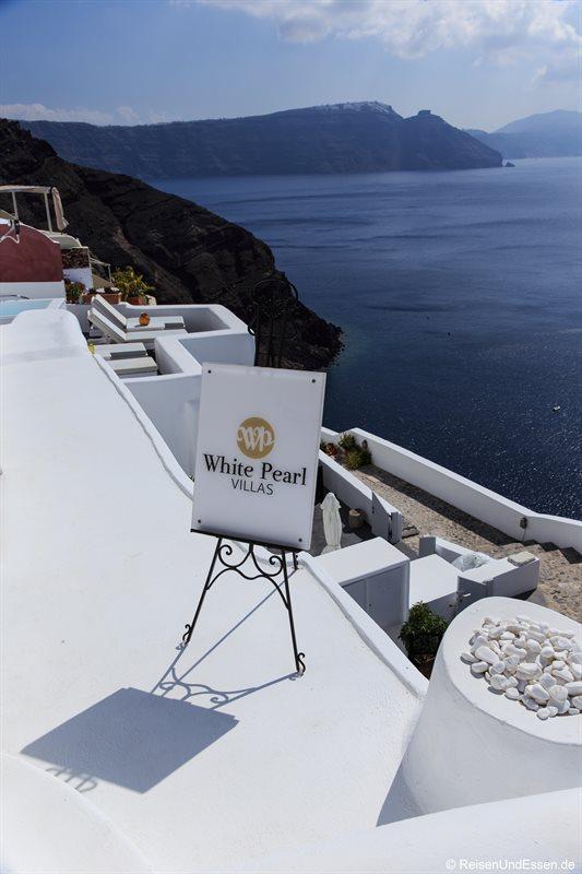 Wegweiser zur White Pearl Villa in Oia