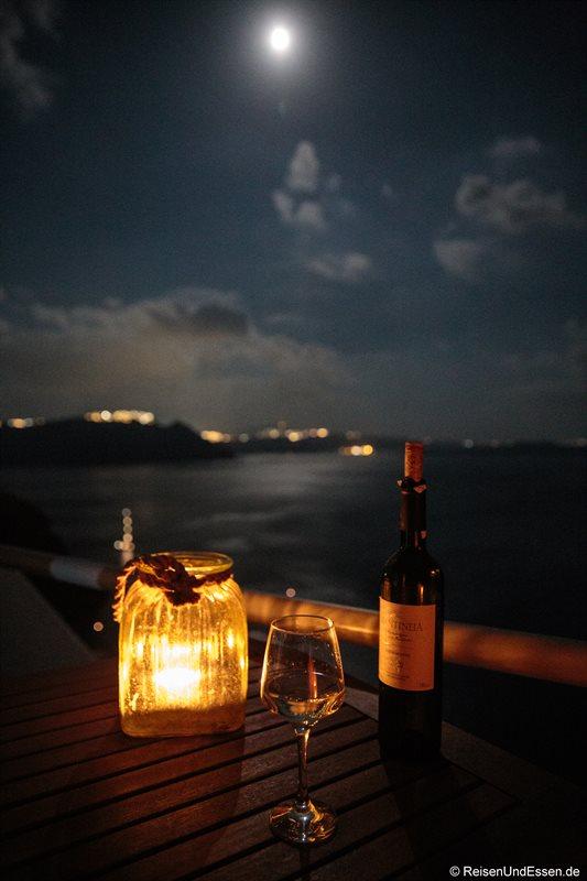 Abendstimmung mit Wein auf der Terrasse