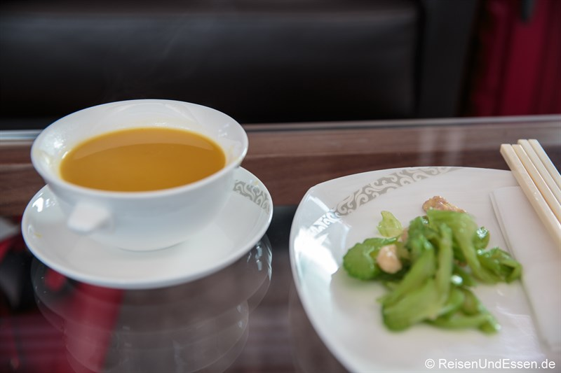 Suppe in der Air China Lounge