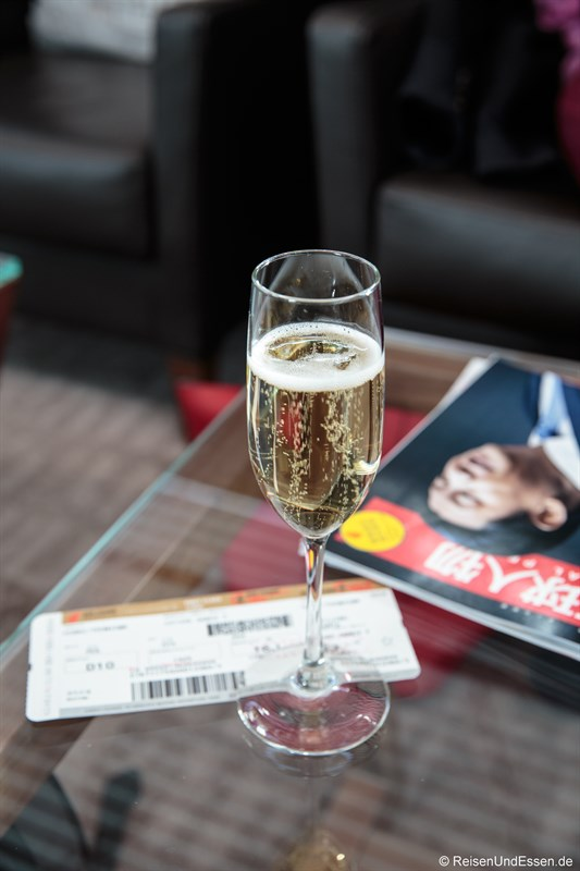 Champagner in der Air China Lounge