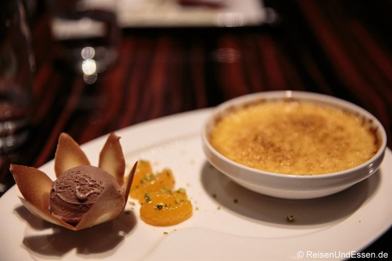 Schokoladeneis und Creme Brulee im Restaurant Coast
