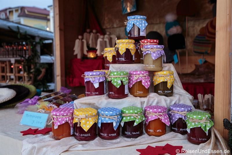 Adventsstand mit Marmelade