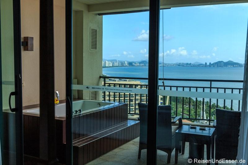 Blick auf Terrasse und Sanya vom Ocean Sonic Resort in Sanya