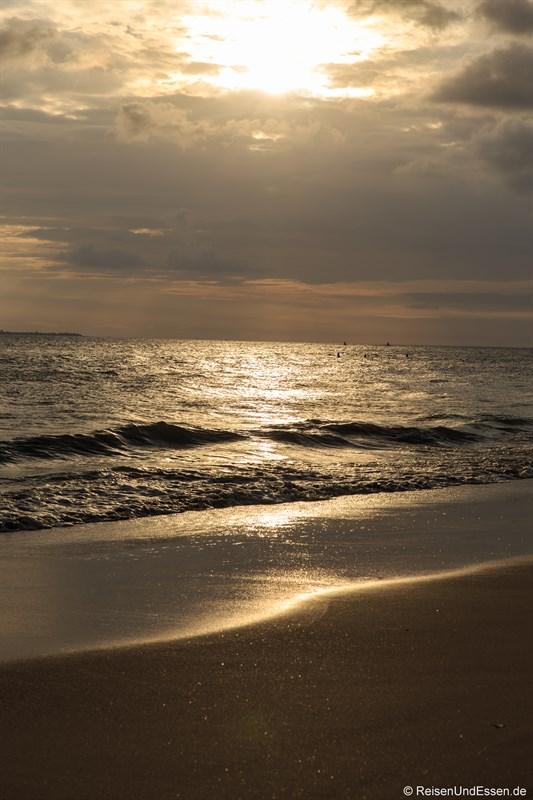 Vor Sonnenuntergang in der Bucht von Sanya