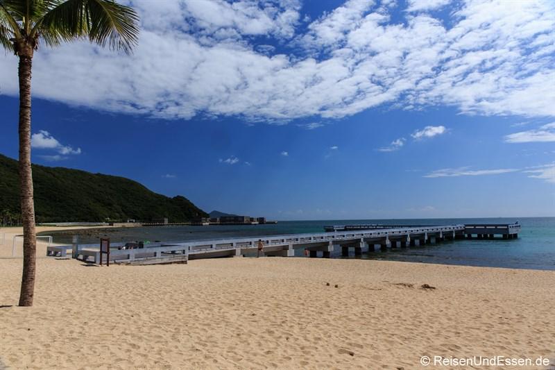 Strand in der Bucht von Xiao Dadonghai