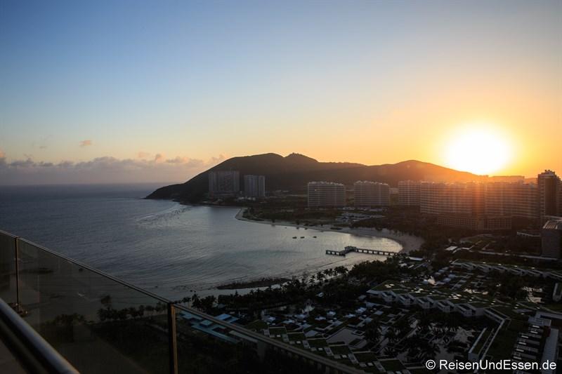 Sonnenuntergang in der Bucht von Xiao Dadonghai