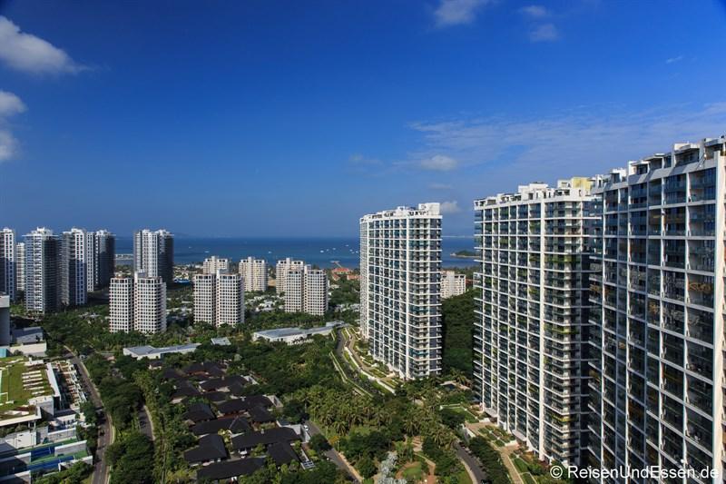 Hochhäuser in der Bucht von Xiao Dadonghai