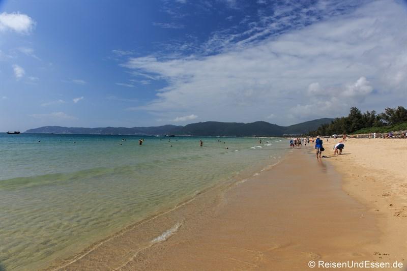 Blick auf den Strand in der Yalong Bucht (Richtung Westen)