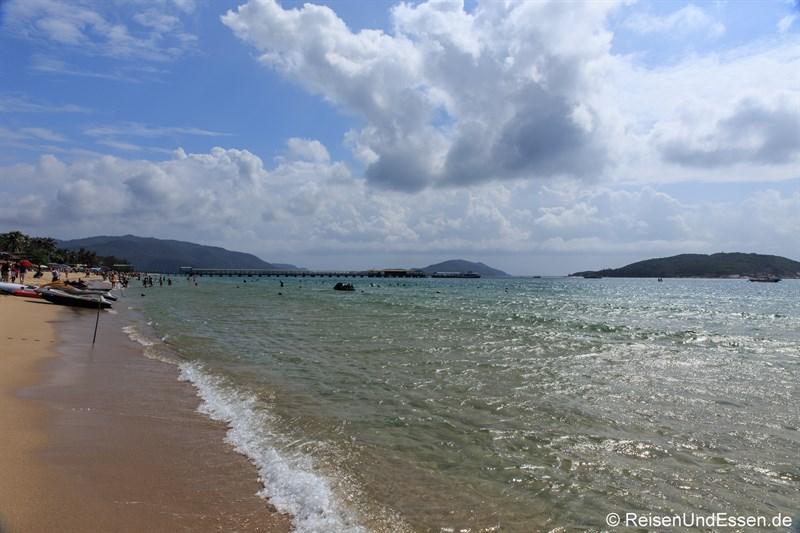 Blick auf den Strand in der Yalong Bucht (Richtung Osten)