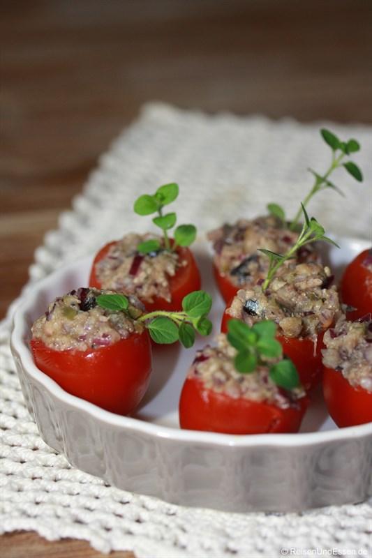Gefüllte Tomaten mit Sardellen