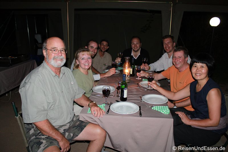 Gemeinsames Abendessen im Skukuza Camp
