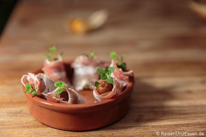 Datteln mit Bacon umwickelt