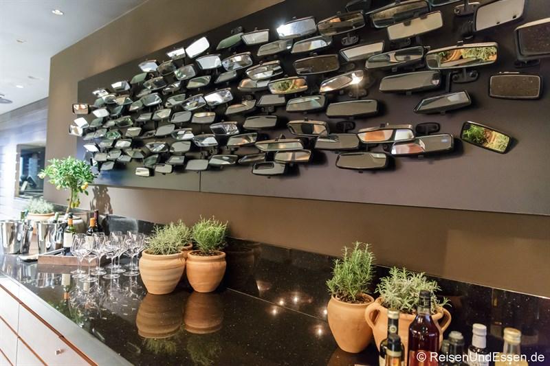 Rückspiegel vom Zastava 101 im Restaurant OMG Larder