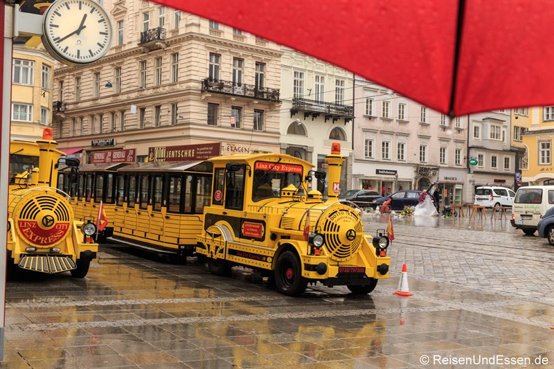 Statt Stadtrundgang in Linz: Linz City Express auf dem Hautplatz