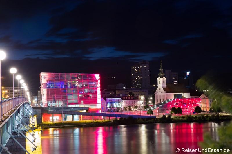 ARS Electronica Center bei Nacht