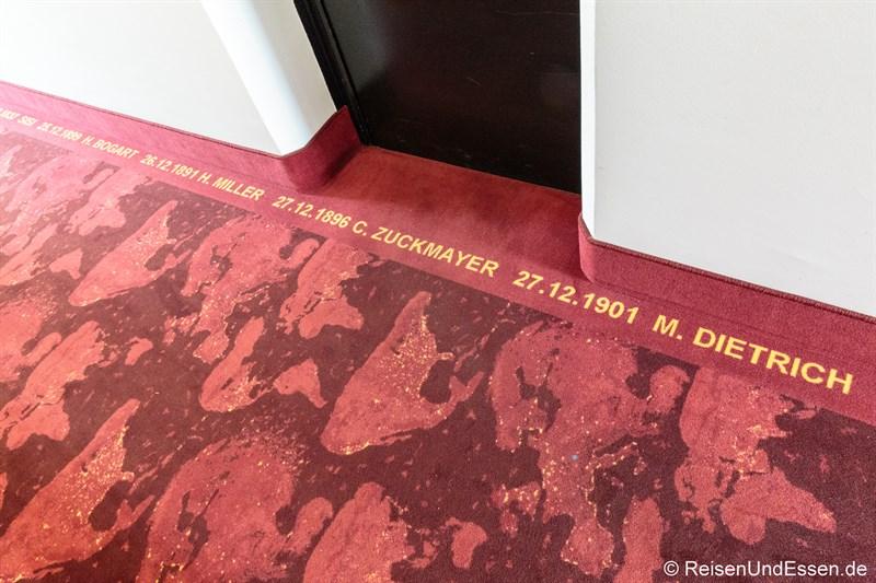 Roter Teppich im 12. Stock im Arcotel Nike Linz