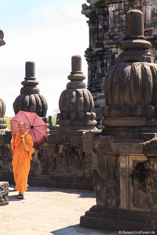 Buddhistischer Mönch in Prambanan