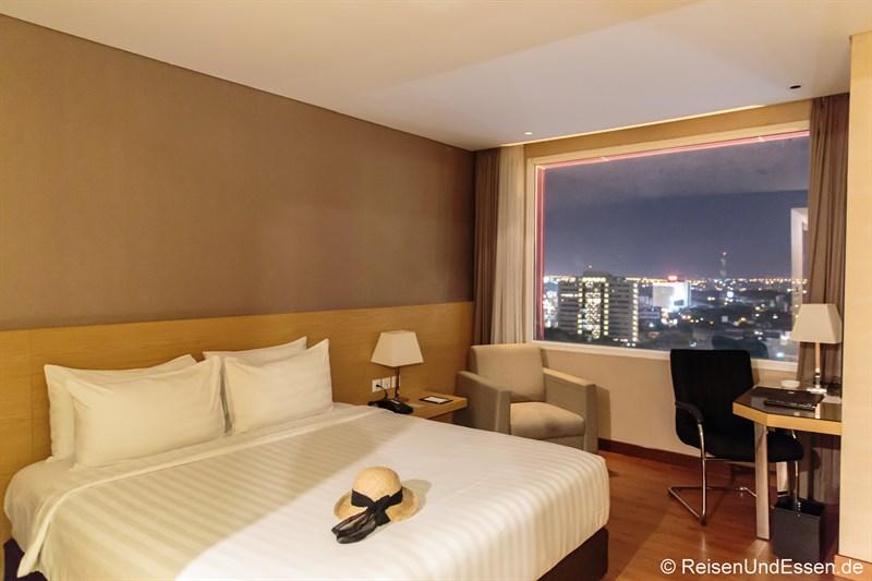 Stopp in Surabaya - Zimmer im Hotel Santika Gubeng Surabaya