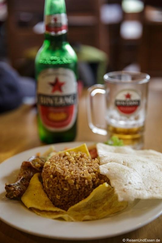 Abendessen Nasi Goreng und Bintang