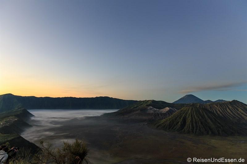 Sonnenaufgang am Vulkan Bromo um 05:15 Uhr