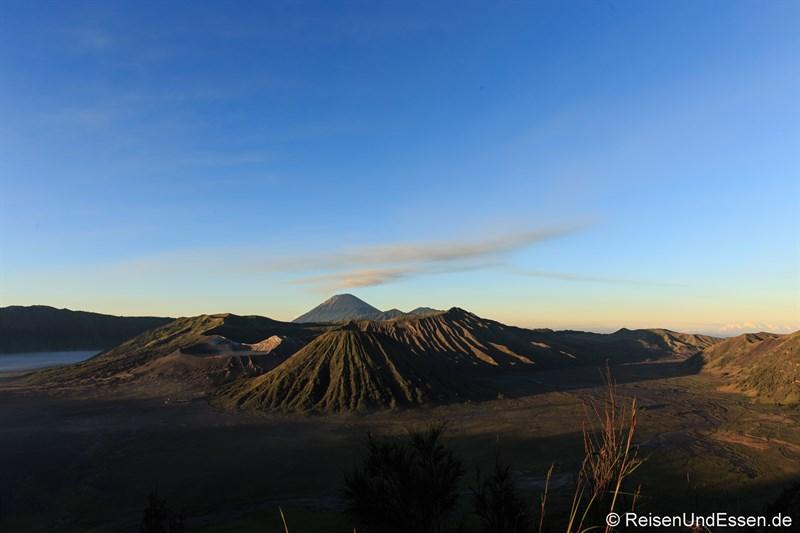 Sonnenaufgang am Vulkan Bromo um 05:45 Uhr