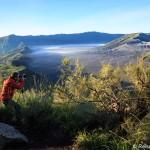 In Aktion beim Sonnenaufgang am Vulkan Bromo