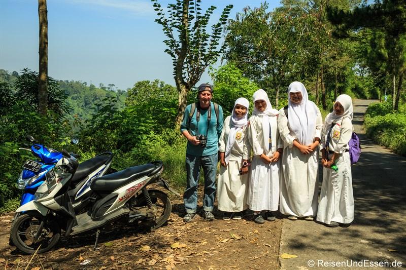 Fotostopp mit muslimischen Schülerinnen