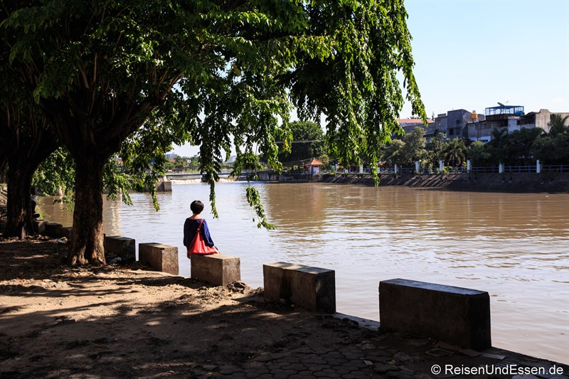 Entspannt am Fluss Mas in Surabaya