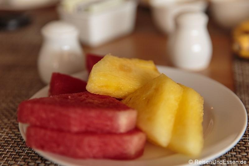 Rote und gelbe Wassermelone beim Frühstück im Hotel Santika Premiere Gubeng Surabaya