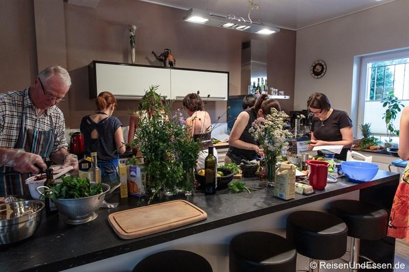 Vegetarischer Kochkurs mit Kräutern im Kochhäuschen