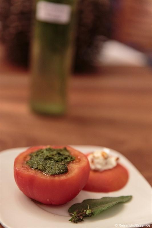 Geschmolzene Tomaten mit Pesto