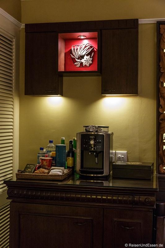 Bar und Espresso-Maschine im Club Intercontinental Zimmer