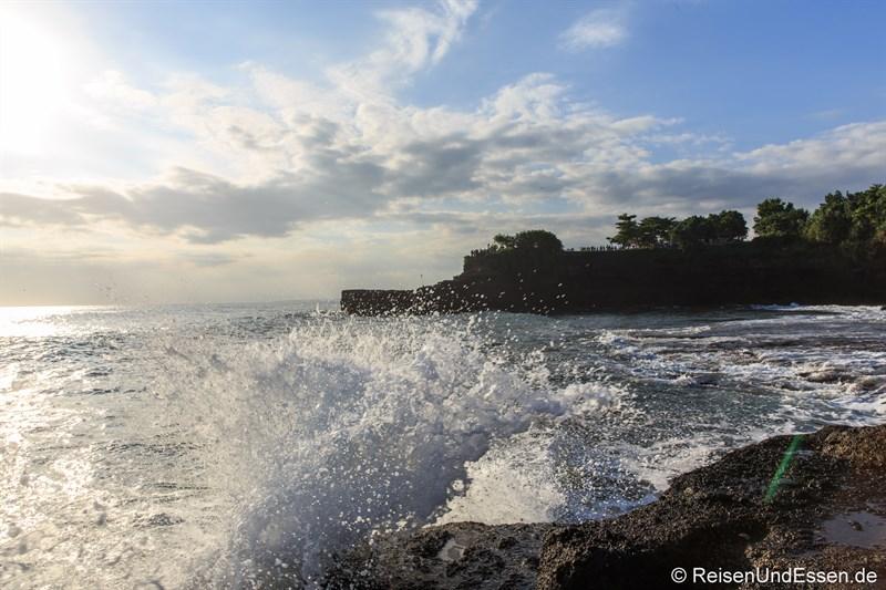 Wellen und Brandung an der Küste