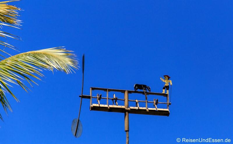 Windrad im Reisfeld in Ubud