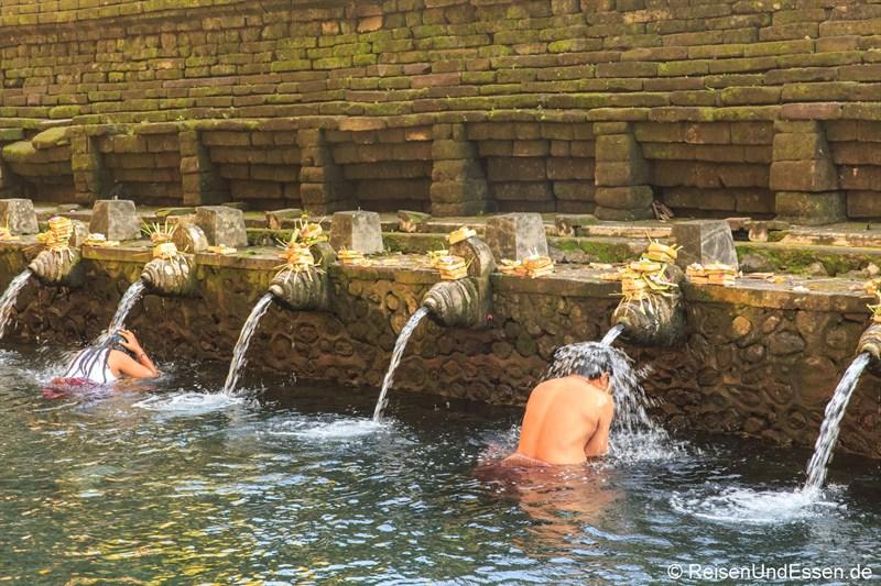 Unter heiligem Wasser