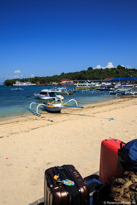 Tipps zu den Gili Inseln - Gepäck in Padang Bai