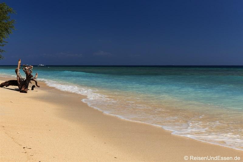 Strand beim Desa Dunia Beda Resort auf Gili Trawangang
