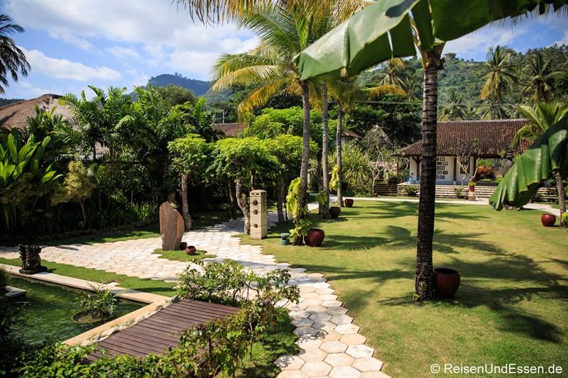 Tropischer Garten im Sudamala Suites & Villas in Sengiggi